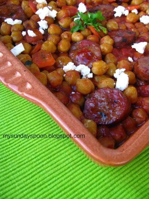 Μελωμένα ρεβύθια φούρνου με χωριάτικο λουκάνικο και κάρυ