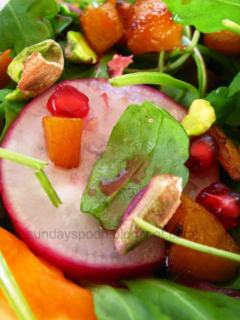 Σαλάτα με κολοκύθα, φυστίκι Αιγίνης και ρόδι