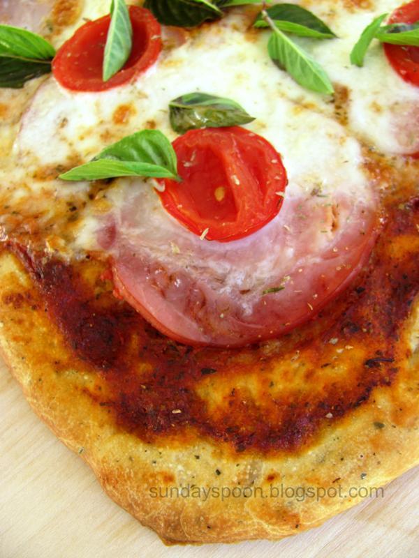 Πίτσα με αρωματική ζύμη και λούντζα