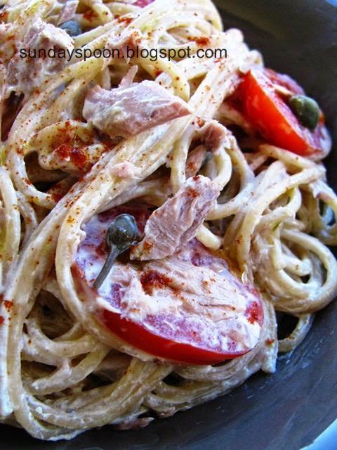 Σπαγγέτι ολικής άλεσης με τόνο και σάλτσα γιαουρτιού χωρίς βράσιμο