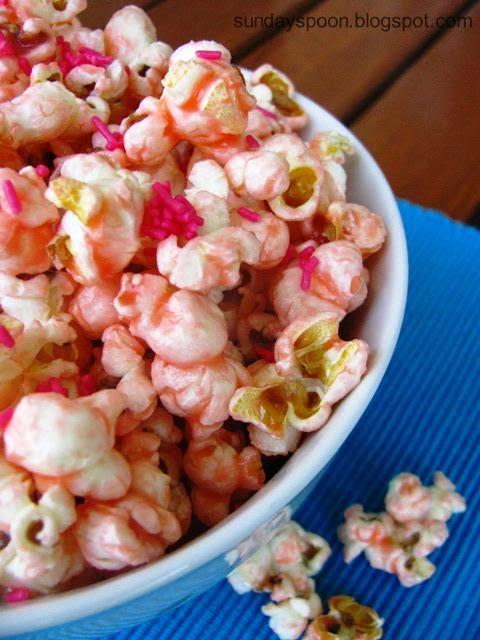 Ροζ ποπκορν με λευκή σοκολάτα