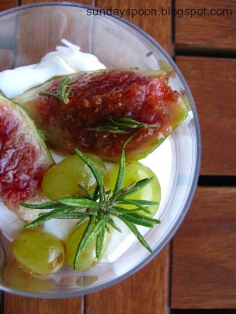 Δροσιστικό γλυκό με σύκο, σταφύλι και μασκαρπόνε