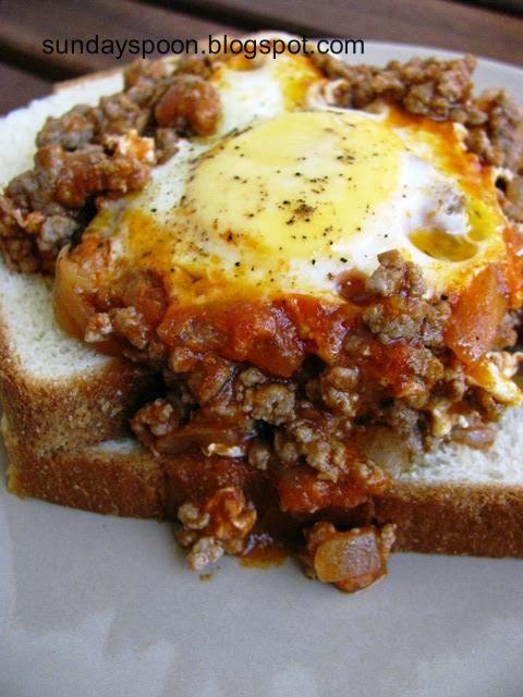 Αυγά με κιμά και κάρυ