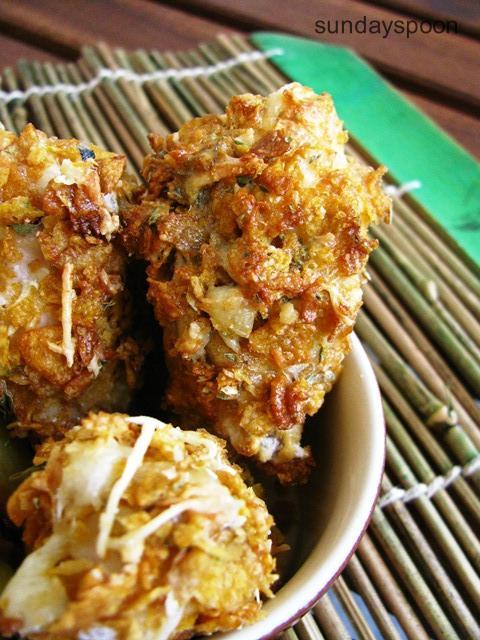 Τραγανές κοτομπουκιές φούρνου και πατάτες σαν τηγανητές