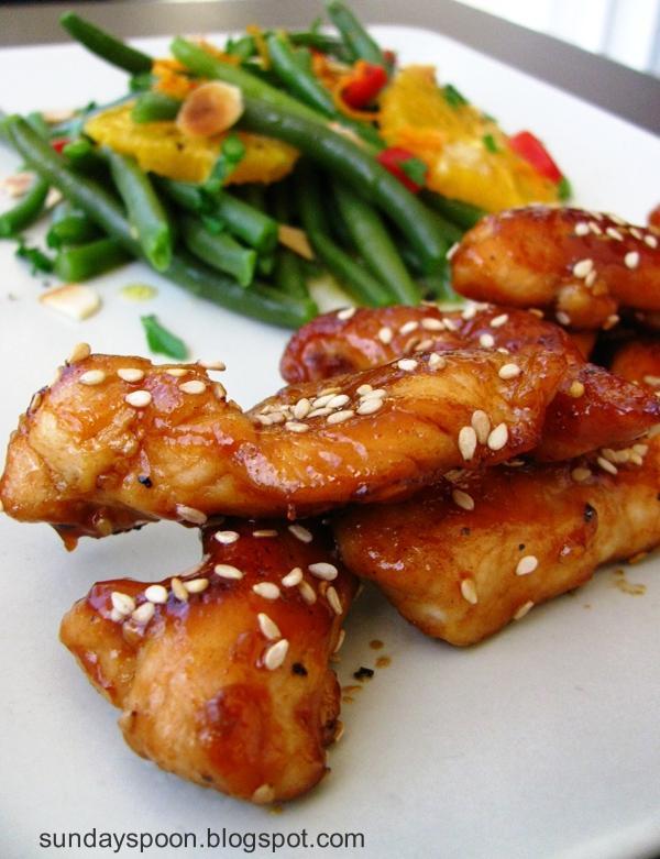 Φιλετίνια κοτόπουλου με σος μπάρμπεκιου & δροσερή σαλάτα πορτοκαλιού