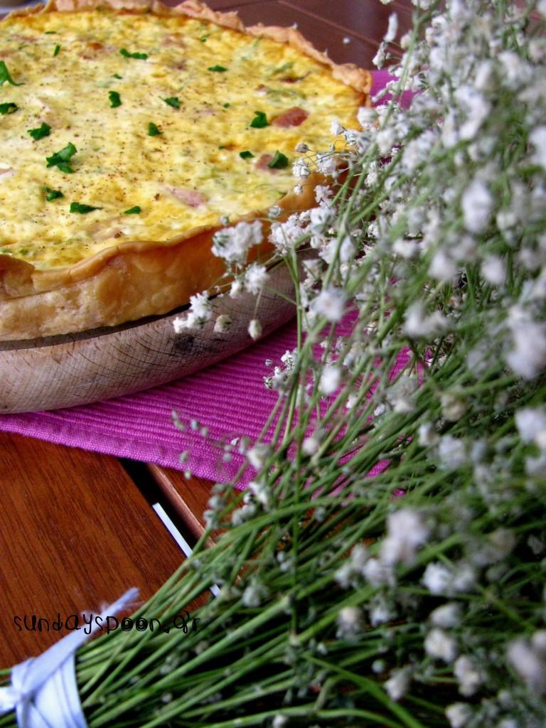 Τάρτα (quiche) με κολοκυθάκι, καπνιστό ζαμπόν και γραβιέρα