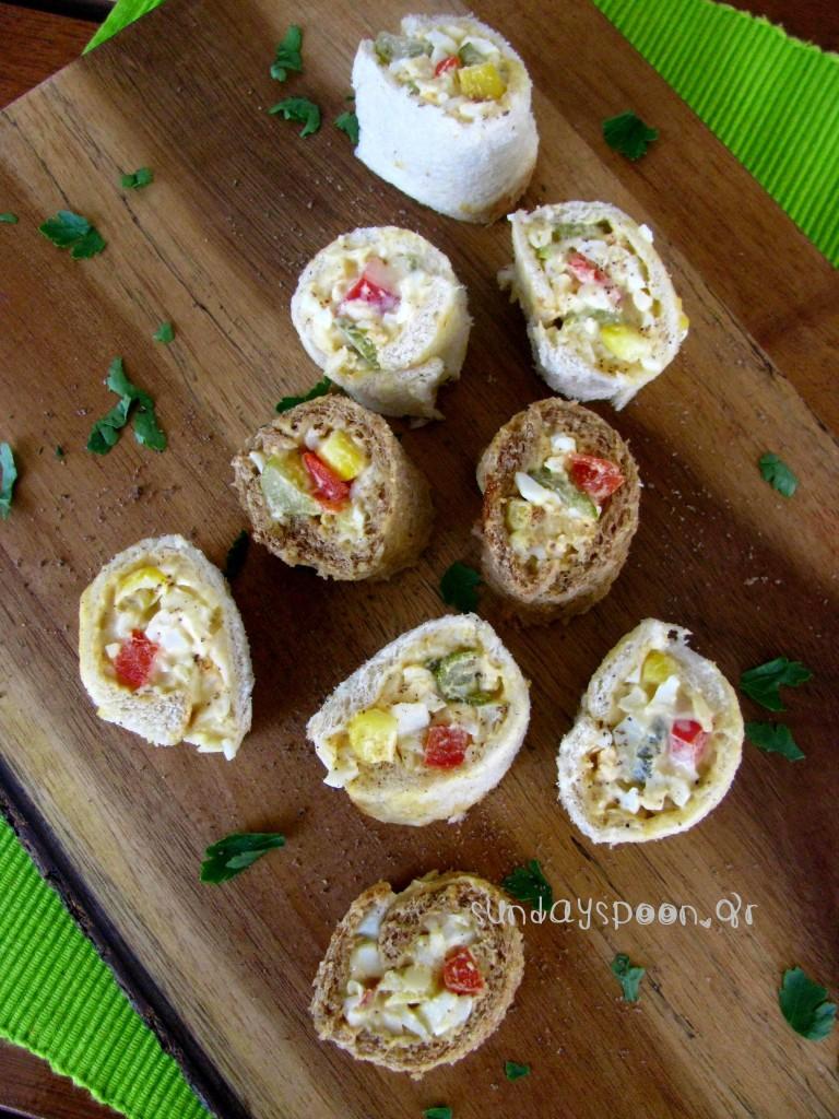 Εύκολα ρολάκια με ψωμί του τοστ και αυγοσαλάτα