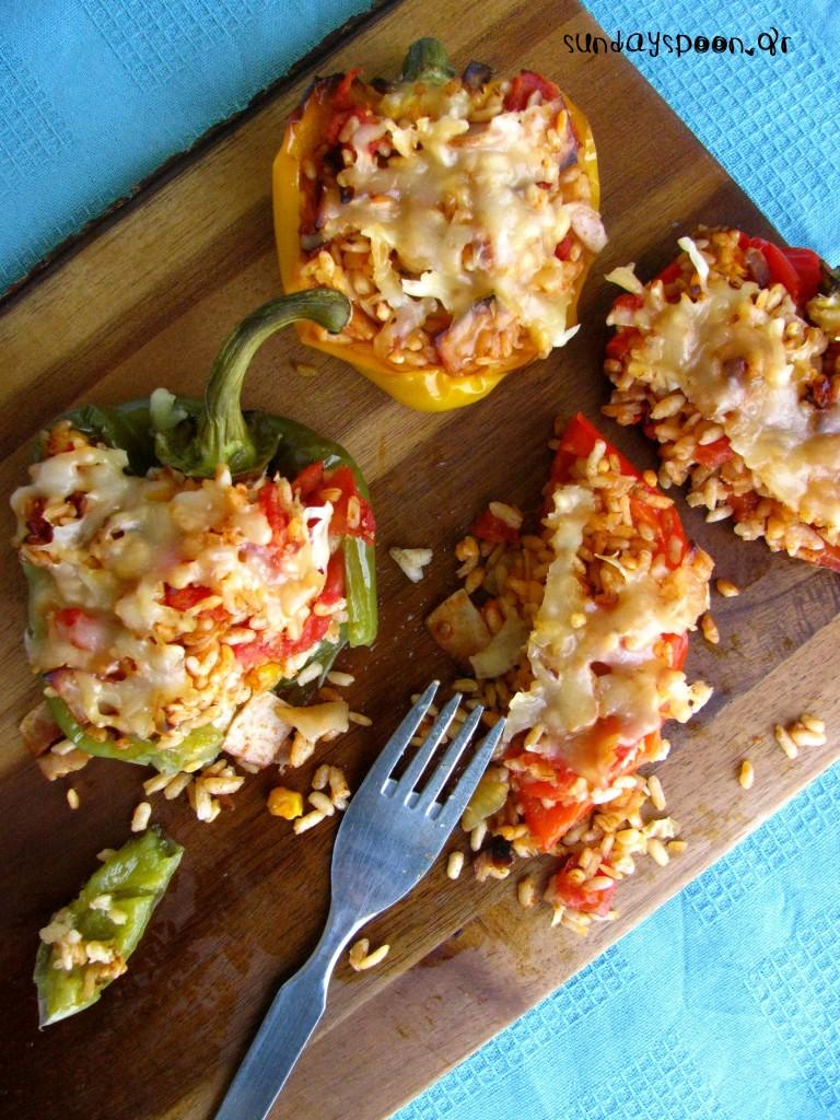 Πιπεριές γεμιστές με ρύζι, ζαμπόν και μπέικον