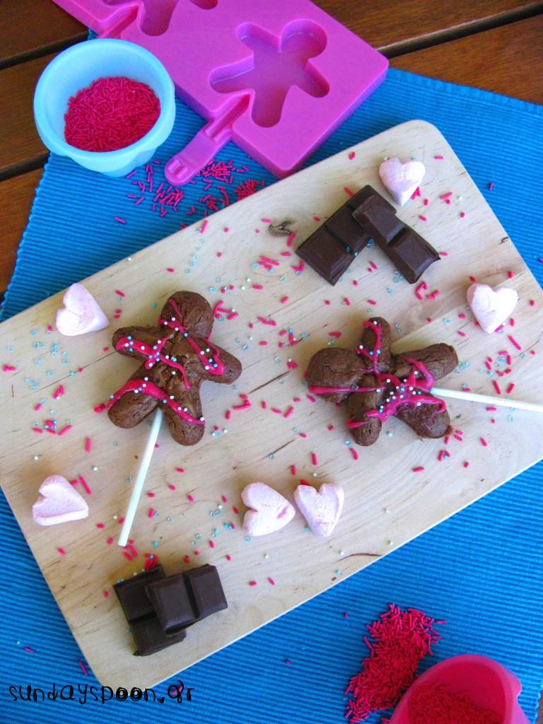 Σοκολατένια ανθρωπάκια (μπράουνις σε ξυλάκι)