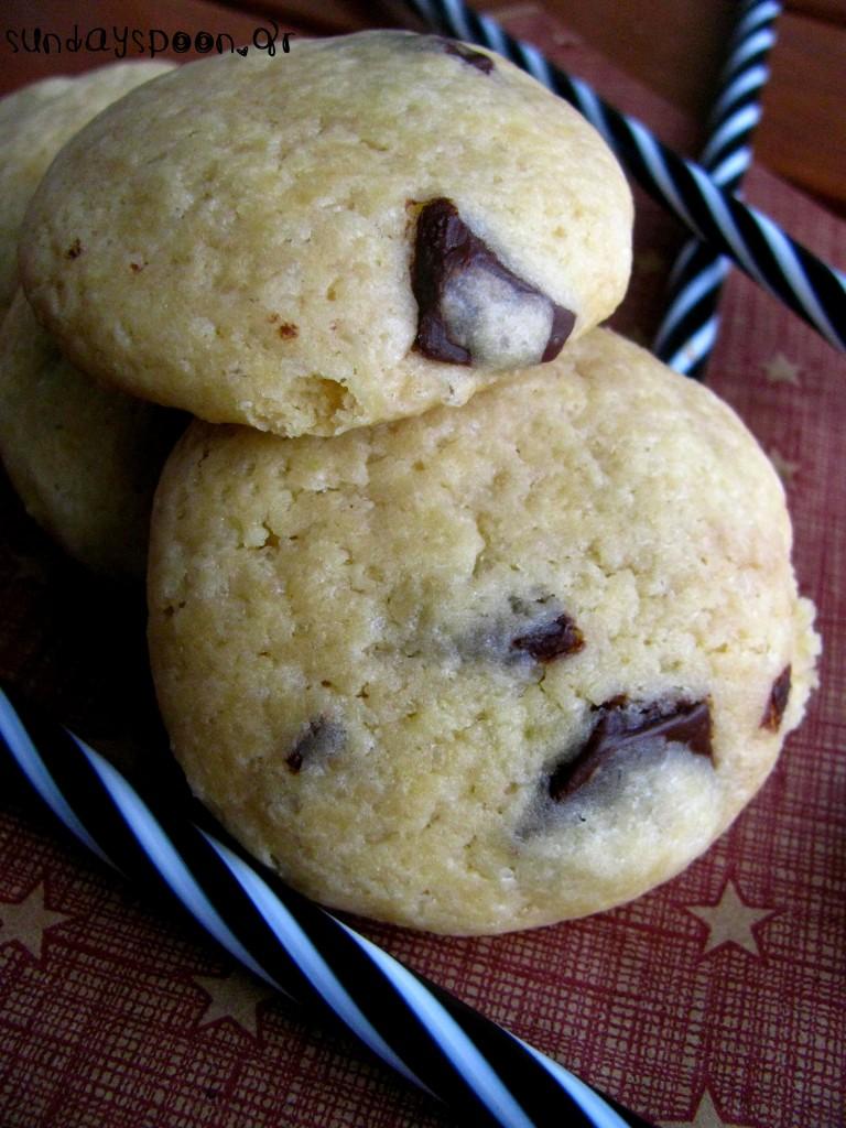 Μαλακά μπισκότα βανίλιας με σοκολάτα γάλακτος