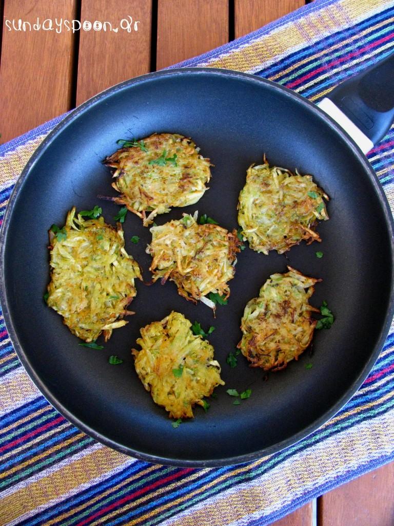 """Τηγανίτες πατάτας (ή η πιο νόστιμη """"κρυψώνα"""" λαχανικών)"""